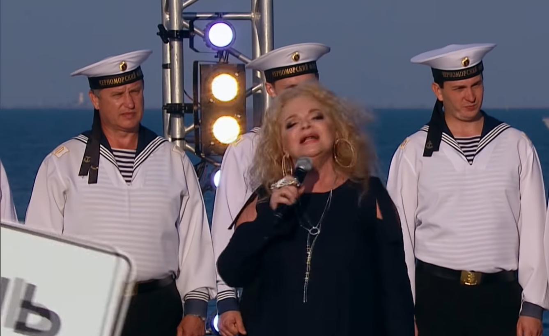 Cкриншот видеозаписи с концертапо случаю открытия незаконно построенного моста через Керченский пролив