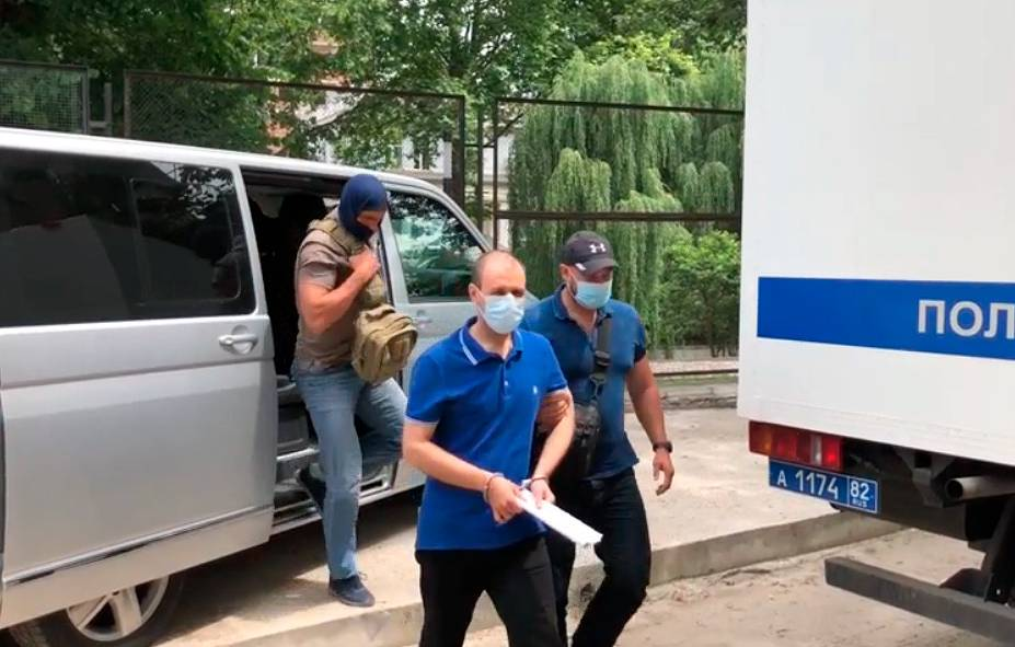 Задержанный житель Симферополя. фото: ФСБ РФ.